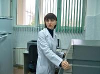 Научный сотрудник  И.Е.Игнатова  за работой на проточном цитофлюориметре  Beckman  Coulter